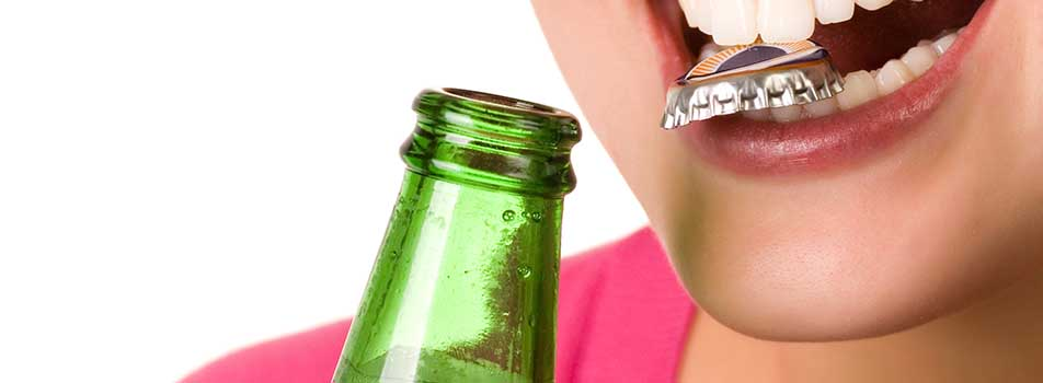 teeth removing bottle cap